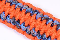 """Make the """"Gorilla Knot"""" Paracord Survival Bracelet - DIY - BoredParacord Paracord Tutorial, Paracord Knots, Paracord Bracelets, Bracelet Tutorial, Survival Bracelets, Hemp Bracelets, Bug Out Gear, Paracord Projects, Paracord Ideas"""