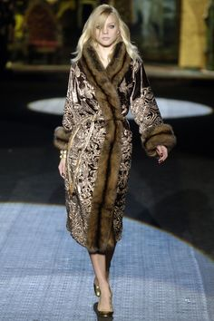 Roberto Cavalli Fall 2006 RTW - Runway Photos - Fashion Week - Runway, Fashion Shows and Collections - Vogue Fur Fashion, Runway Fashion, Fashion Beauty, Winter Fashion, Fashion Show, Fashion Outfits, Womens Fashion, Fashion Design, Russian Fashion