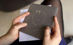 LOGO 2013 / PIERRE GAGNAIRE, PARIS RESTAURANT PIERRE GAGNAIRE, PARIS  ......................................  Cette identité visuelle s'articule autour du symbole de la table présente dans toutes les signatures des restaurants du Chef Pierre Gagnaire.  Il s'agit à la fois de symboliser «VOUS ETES ICI» dans le restaurant principale mais aussi la galaxie, le renouvellement perpétuel qui au cœur du travail du restaurateur.