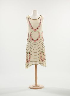 Evening dress, ca. 1925. French. The Metropolitan Museum of Art, New York. Brooklyn Museum Costume Collection at The Metropolitan Museum of Art, Gift of the Brooklyn Museum, 2009; Gift of Howard B. and Mary Bavetta Hanning, 1976 (2009.300.1358)