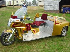 #Ronald #McDonald is looking for his #Goldwing Custom #Trike