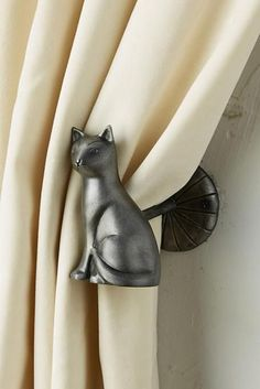 14 Gifts for Cat Lovers That Will Win You a High-Paw - cats - Katzen Cat Lover Gifts, Cat Gifts, Gifts For Cats, Crazy Cat Lady, Crazy Cats, Cat Themed Gifts, Little Presents, Cat Cafe, Cat Decor