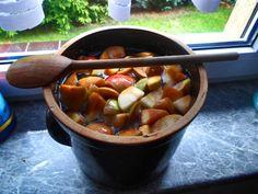 Domowy ocet jabłkowy naturalnie fermentowany jako probiotyk regulujący florę bakteryjną jelit. W artykule przepis na domowy ocet jabłkowy.  #rytmynatury #ocetjabłkowy #probiotyki #ocet
