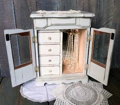Pale Blue-Gray Shabby Chic Jewelry Box Refinished by MakeitVintge Jewelry Cabinet, Jewelry Armoire, Jewelry Box, Shabby Chic Homes, Shabby Chic Decor, Etsy Vintage, Vintage Shops, Shabby Chic Jewellery Armoire, Photo Dimensions
