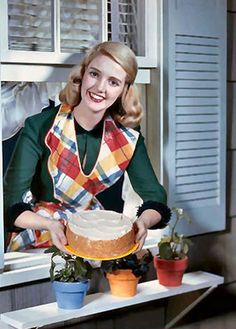 vintage Happy Housewife showing off her cake baking skills 1950s Housewife, Vintage Housewife, Retro Images, Vintage Pictures, Vintage Images, Vintage Advertisements, Vintage Ads, Vintage Food, Vintage Humor