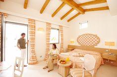 Die Wohnvillen mit den mediteranen Zimmern wurden im orginal italienischen Sandstein tuffo erbaut.