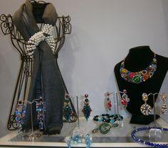 Il tuo #stile tutti i giorni e per le tue occasioni speciali Showroom, Bucket Bag, Bags, Fashion, Handbags, Moda, Fashion Styles, Fashion Illustrations, Fashion Showroom