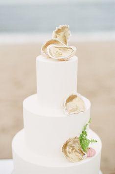 golden oyster shell wedding cake