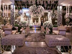 Mobiliário sofisticado e detalhes de sobra nesse lounge - Decoração branca por João Callas - Foto Ana Cris Willerding