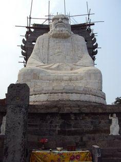 Статуя основателя Чань (дзен) буддизма Дамо (бодхидхармы)  (фото ВКонтакте страница Чжун Юань цигун в Нижнем Новгороде)