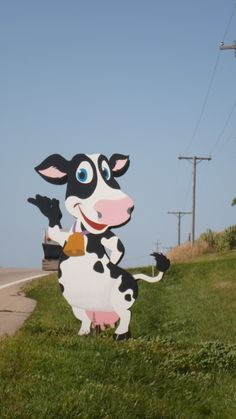 Crazy cow mailbox - Illinois.  No way are you going to miss finding this house....