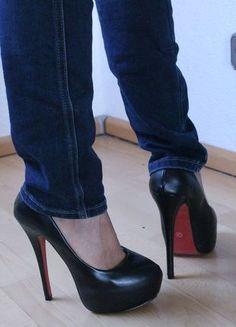 Kaufe meinen Artikel bei #Kleiderkreisel http://www.kleiderkreisel.de/damenschuhe/hohe-schuhe/111328562-blogger-high-heels-m-rote-sohle-ungetragen-gr-38