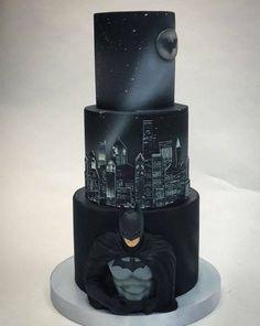 Homemade Batman Cake Ideas That Look Great - Novelty Birthday Cakes Bolo Fondant, Fondant Cakes, Cupcake Cakes, Cupcakes, Pretty Cakes, Beautiful Cakes, Amazing Cakes, Marvel Cake, Batman Cakes