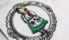 tamao porte ムカラ刺繍ワッペン「オランダガール」 Crochet Stitches, Knit Crochet, Crochet Hats, Embroidery Motifs, Little Ones, Crochet Earrings, Applique, Textiles, Knitting