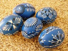 Eastern Eggs, Egg Dye, Egg Decorating, Diy And Crafts, Projects To Try, Pebble Art, Tapas, Rocks, Painting