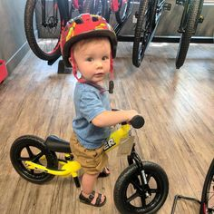 This little guy is ready to shred! Look at that face Way to start him off right @jake_miller #kidsonbikes #striderbikes #kidsneedbikes #birkenstock @striderbikes @birkenstock