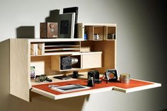 the perfect desk!! If I could only keep an uncluttered desk like this one