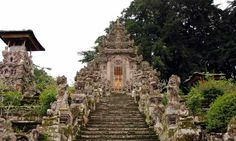 Pura Kehen is considered to be one of Bali's more impressive temples – many locals refer to it as a miniature version of Pura Besakih, the 'Mother Temple' of Bali, and similarly, it also houses eight stepped terraces.