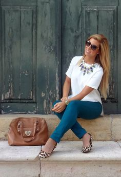 This time we are going to speak about necklaces. This jewelry is a finishing touch that can either make or ruin your look. If you want to know how to wear Casual Chic, Casual Wear, Casual Outfits, Cute Outfits, Boho Chic, Look Fashion, Fashion Outfits, Womens Fashion, Fashion Ideas