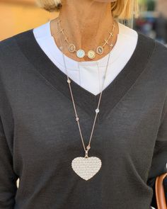 Fashion Trends for Women Over 50 - Fashion Trends Fashion For Petite Women, Over 50 Womens Fashion, Fashion Over 50, Parisienne Chic, Trendy Necklaces, 50 Style, Women's Fashion Dresses, Spring Fashion, Fashion Accessories