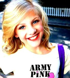 Paige Hyland from Dance Moms Brooke And Paige Hyland, Chloe And Paige, Mom Season 1, Dance Moms Season, Dance Moms Paige, Dance Moms Girls, Mom Hairstyles, Dance Company, Hair Beauty