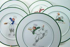 """5 Assiettes à dessert """"Skating chefs"""" par Guy Buffet Chefs sur la glace présentant différents plats dessins assiettes en porcelaine vintage de la boutique MyFrenchIdeedAntique sur Etsy"""