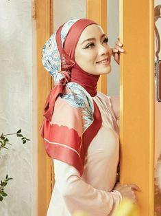 Modern Hijab Fashion, Muslim Women Fashion, Curvy Women Fashion, Abaya Fashion, Beautiful Muslim Women, Beautiful Hijab, Hijabi Girl, Girl Hijab, Asian Model Girl