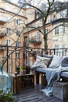 Winter Wonderland With These Winter Balcony Decor Ideas Outdoor Spaces, Outdoor Living, Outdoor Decor, Outdoor Balcony, Outdoor Retreat, Winter Balkon, Exterior Design, Interior And Exterior, Autumn Interior