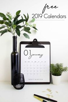 Grab your FREE 2019 Calendar Printable. LOVE the design of these beautiful, modern calendars! Grab yours and stay organized this year! Free Calender, Calendar 2019 Printable, Yearly Calendar, Printable Planner, Free Printables, Calendar 2019 Family, Calendar 2019 To Print, Calendar 2019 Diy, Calendar Wallpaper