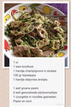 Courgette noodles met kip en pesto