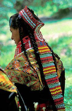 desert-dreamer:    kalash woman. pakistan.
