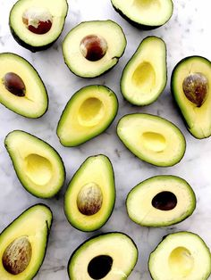 Are avocado seeds overlooked nutrition bombs or potentially toxic (fruit) waste? Are avocado seed Avocado Seed, Avocado Salat, Ripe Avocado, Avocado Boats, Snacks, Snack Recipes, Healthy Recipes, Healthy Food, Vegan Food