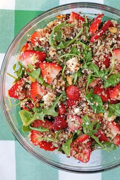 This Strawberry Quinoa Salad is fresh, bright, flavorful and perfect for easy, healthy lunches! Just 217 calories or 5 Weight Watchers SmartPoints! www.emilybites.com