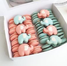 Pink or blue gender reveal French Macarons. Adorable and functional as a great baby shower favor. Delicious Desserts, Dessert Recipes, Cute Baking, Tout Rose, Macaron Cookies, French Macaroons, Macaroon Recipes, Aesthetic Food, Cute Food