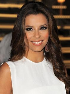 Eva Longoria  If you have medium to olive-toned skin, try sun-kissed highlights around your face for a summery look.