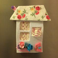 keçe, keçe magnet, magnet, sipariş, elyapımı, felt, feltro, felt megnet, design, handmade, keçe ev, keçe magnet Crochet Crafts, Felt Crafts, Diy And Crafts, Felt House, Stick Art, Felt Decorations, Felt Christmas Ornaments, Felt Diy, Art Wall Kids