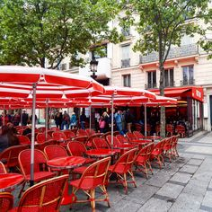 A cafe on the Champs Elysee. Paris photography by Christine Lueddecke.