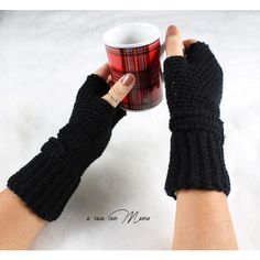 Guanti in lana neri, gloves blacks wool, handmade crochet nero guanti... (645 RUB) ❤ liked on Polyvore featuring accessories, gloves, wool fingerless gloves, crochet gloves, woolen gloves, crochet fingerless gloves and wool gloves