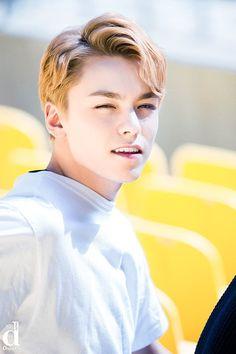 He looks like young Leo❤