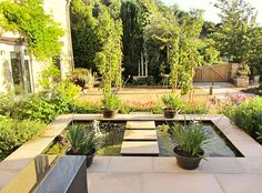 Modern outdoor water feature | Contemporary gardens | Oxford Garden Design