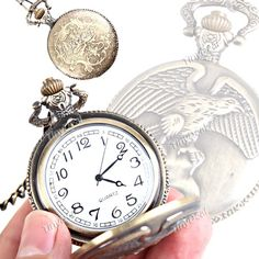 Round Shape Quartz Pocket Watch Portable Analog Watch Timepiece with Chain Eagle Engraved Cover Memorial Gift Choice WTH-44095