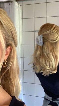 Hair Streaks, Hair Highlights, Color Highlights, Hair Inspo, Hair Inspiration, Aesthetic Hair, Blonde Aesthetic, Brown Blonde Hair, Short Blond Hair