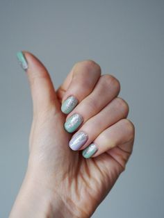 Pastels and silver glitter | Mint green and lilac nails | Pupulandia