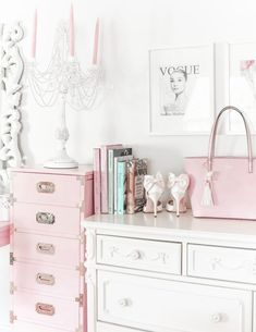 Vintage Room Decor Girly - How To Make Your Workspace Pretty & Girly. Decoration Bedroom, Home Decor Bedroom, Diy Bedroom, Bedroom Ideas, Vintage Room, Bedroom Vintage, Vintage Pink, Cute Apartment, Feminine Decor