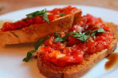Life, Love & Garlic: Tomato Basil Bruschetta