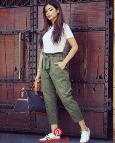 6 easy weekend outfits that still look chic Teen Fashion Outfits, Casual Fall Outfits, Grunge Outfits, Fashion Pants, Look Fashion, Stylish Outfits, Girl Outfits, Fashion Dresses, Casual Pants
