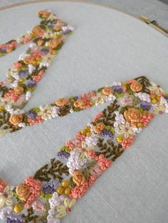 ideas flowers pattern embroidery monogram letters for 2020 Embroidery Alphabet, Hand Embroidery Flowers, Embroidery On Clothes, Flower Embroidery Designs, Embroidery Monogram, Hand Embroidery Stitches, Silk Ribbon Embroidery, Embroidery Hoop Art, Embroidery Fonts
