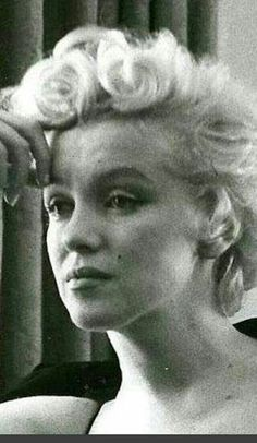 Marilyn during an interview with Elsa Maxwell at the Waldorf Astoria Hotel in New York. Photo by Hans Knopf, Norma Jean Marilyn Monroe, Marilyn Monroe Photos, Robert Mapplethorpe, Annie Leibovitz, Richard Avedon, Marilyn Monroe Birthday, Divas, Bert Stern, Norma Jeane