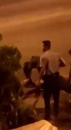 Morre policial de UPP baleado na Cidade de Deus; vídeo mostra resgate: http://extra.globo.com/casos-de-policia/morre-policial-de-upp-baleado-na-cidade-de-deus-video-mostra-resgate-15369089.html?utm_source=Twitter&utm_medium=Social&utm_campaign=compartilhar…