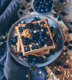 Easy recipe for fluffy vegan waffles - simple and quick to make with less ingredients - very delicious - perfect for breakfast or as snack or to take away! dairy-free! Pancakes And Waffles, Fluffy Waffles, Weird Food, Dessert Recipes, Healthy Desserts, Breakfast Recipes, Dairy Free Recipes, Vegan Recipes, Waffel Vegan